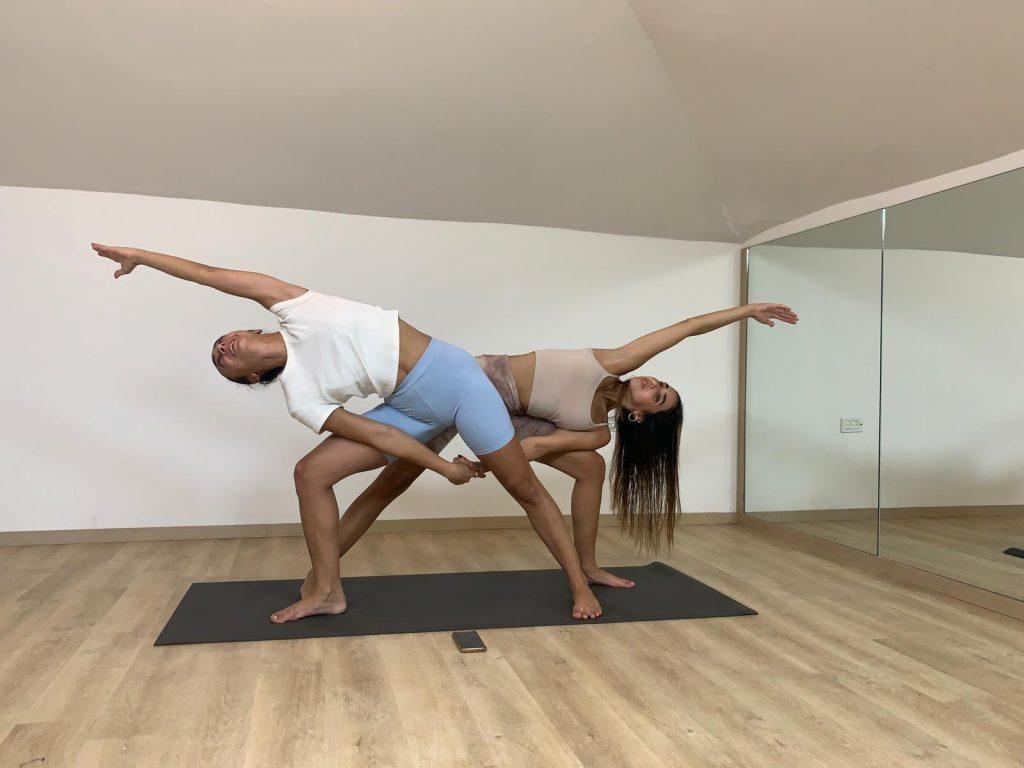 יוגה בזוגות